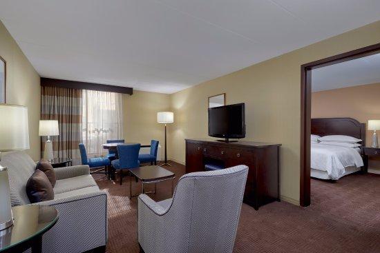 Brookfield, WI: King Suite