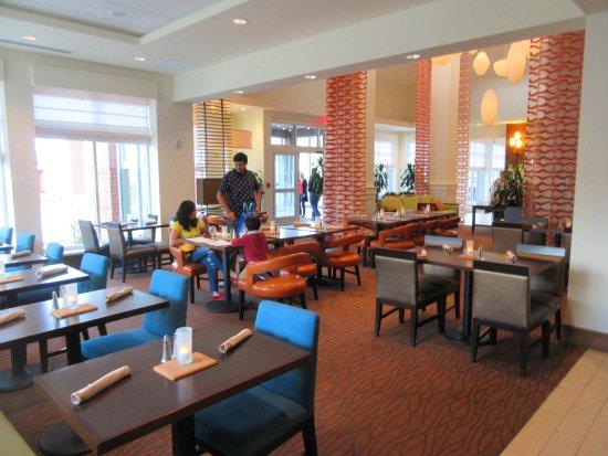 hilton garden inn boston logan airport dining room - Hilton Garden Inn Boston Logan Airport