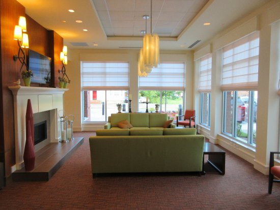 hilton garden inn boston logan airport lobby sitting area - Hilton Garden Inn Boston Logan Airport