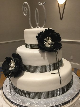 3 Tier Black And White Wedding Cake Picture Of Cake Artista - 3 Tier Wedding Cakes
