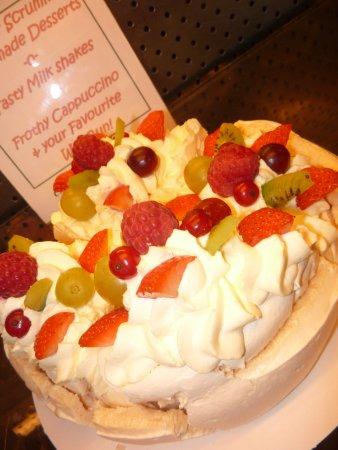 Ballycastle, UK: fresh cream and pavlova