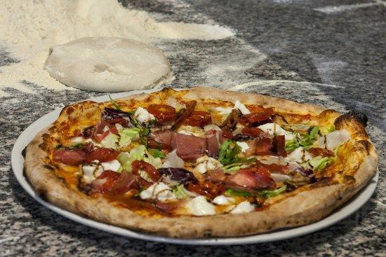 Salvaterra, İtalya: Una delle tante pizze proposte da Attilio.