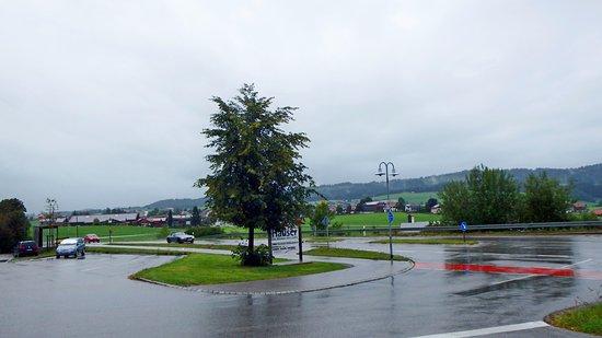 Hopferau, Alemania: Дорога у магазина
