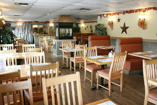 Port Elgin, Канада: Plenty of seating at Aunt Mabel's Newly Renovated Restaurant.