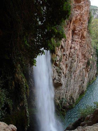 Nuévalos, España: La cascada es impresionante, depende en que zona que estes la ves de diferente manera, es precio