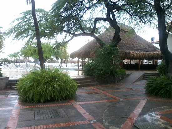 Estelar Santamar Hotel & Convention Center: Bar naast zwembad