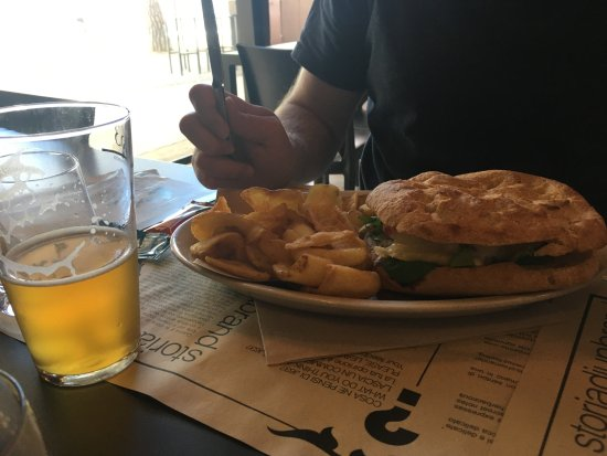 Crespina, Italy: Beef Burger and chips