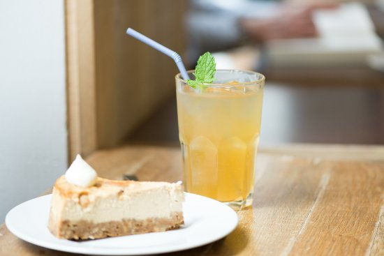La Boite a Cafe by Mokxa: Cheesecake et thé glacé maison