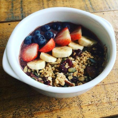 Wadebridge, UK: Acai breakfast bowl