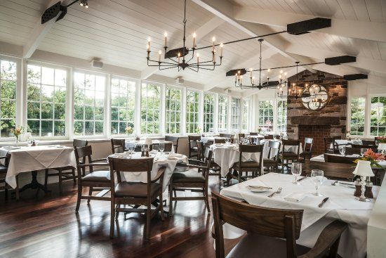 Golden Pheasant Inn: Solarium Dining Room