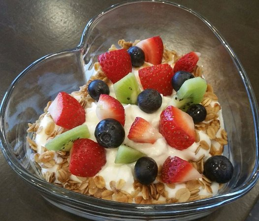Hastings, MN: Yogurt, fruit & granola