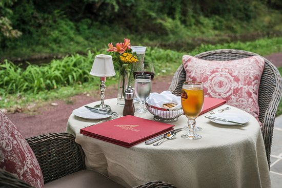 Golden Pheasant Inn: Towpath Dining on Outside Terrace