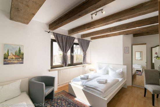 Guenstigschlafen24.de: Verdistr. 21 Dreibettzimmer mit WC/Dusche, Kabel TV, W-LAN