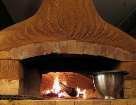 Amity, Oregon: Cob oven by earth artist Kiko Denzer