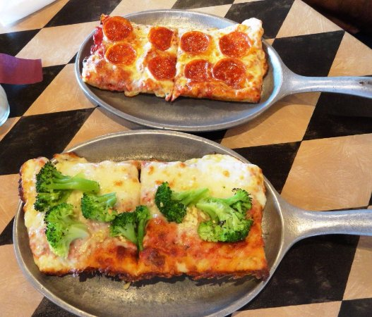 Vonore, TN: Pepperoni slice & Broccoli/Garlic slice