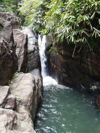 Район Ратнапура, Шри-Ланка: Katugas Ella Falls