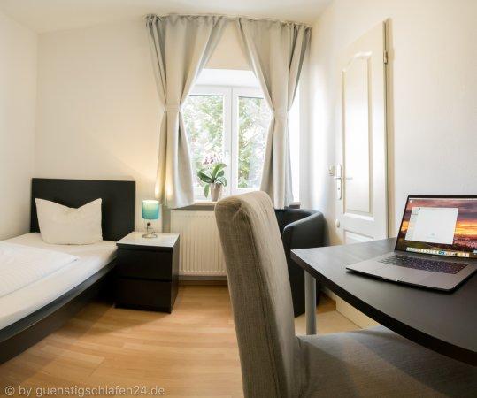 Guenstigschlafen24.de: Rathochstr. 71 - Einzelzimmer mit WC/Dusche, Kabel TV, W-LAN