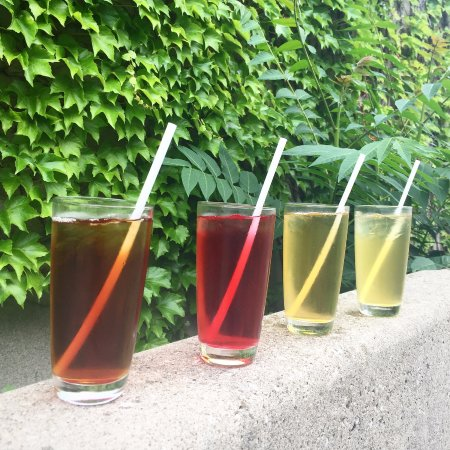 Dundas, Kanada: We have a variety of teas which can be served hot or over ice
