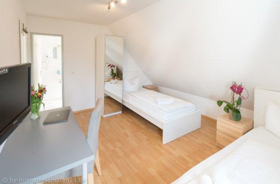 Guenstigschlafen24.de: Rathochstr. 71 - Zweibettzimmer mit WC/Dusche, Kabel TV, W-LAN
