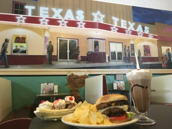 Hillsboro, TX: Burger, Shake and Banana Split