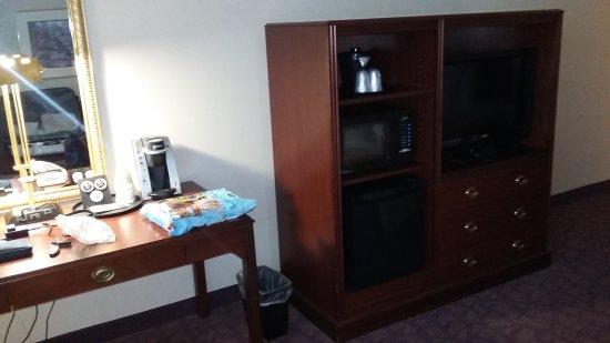 Ashmore Inn & Suites: 20170920_193150_large.jpg