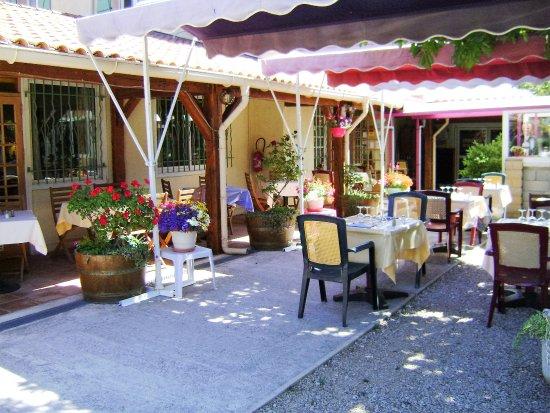 Brignoles, Francia: 1er regard, notre terrasse, ombragée et brumisée