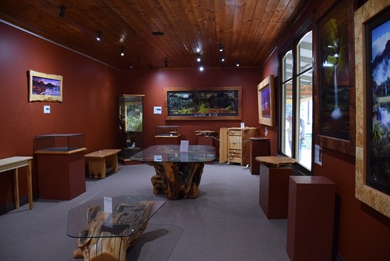 Strahan, Australia: Gallery showroom of Wilderness Woodworks