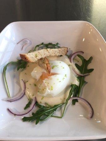 Saulce-sur-Rhone, France : oeuf Bio mollet crème de parmesan citron de Menton ( recette Julien Allano)