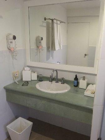Finch Bay Galapagos Hotel: Room 15, sink