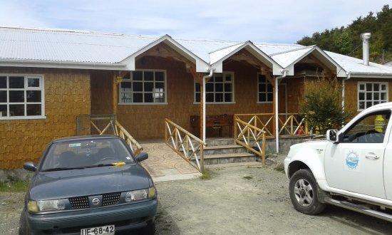 Melinka, Chile: Nuestro restaurante cuenta con un amplio espacio para uso de estacionamiento