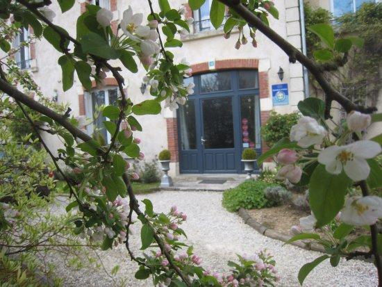 Charny-sur-Meuse, France : Façade avant