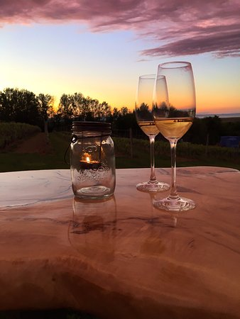 Grand Pre, Kanada: The harvest table on a beautiful summer night