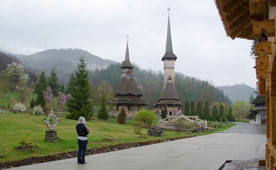 Maramures County, Rumania: Overview facing the old church