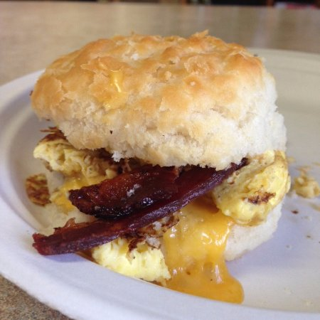 Βελιγράδι, Μοντάνα: Bacon, Egg & Cheese Biscuits are available every Friday morning!  Yum!