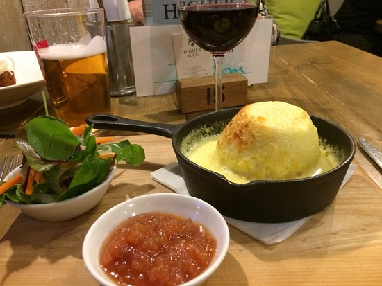 Waddington, UK: Lovely cheese soufflé