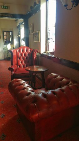 Leominster, UK: Relax in the Snug with open fire