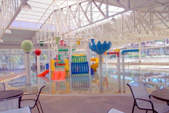 Virginia, MG: Área infantil na piscina climatizada
