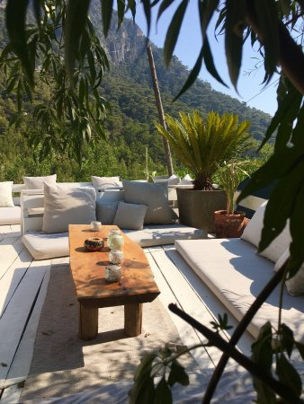 Turan Hill Lounge: Cushioned white terrace overlooks the mountains and the bay