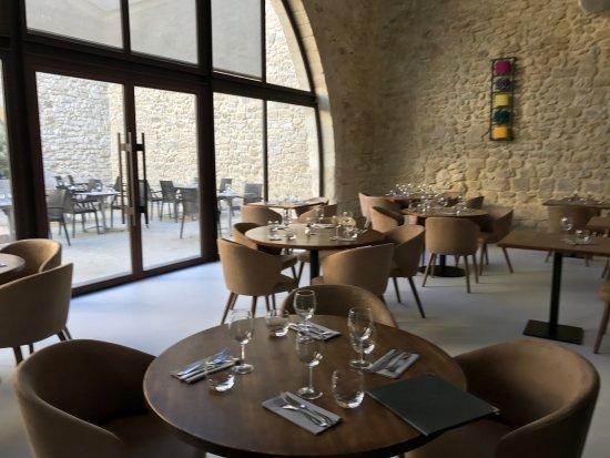 Sommieres, Frankrijk: la salle principale du restaurant le Patio By Lou Caléou