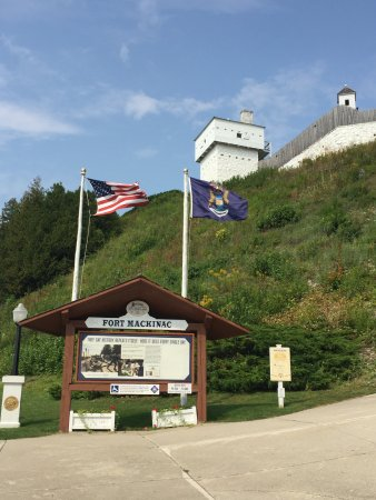Fort Mackinac: the entry