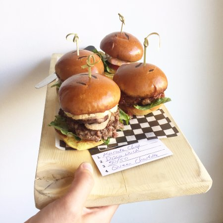 Courtenay, Canada: Mini burgers - try them all!