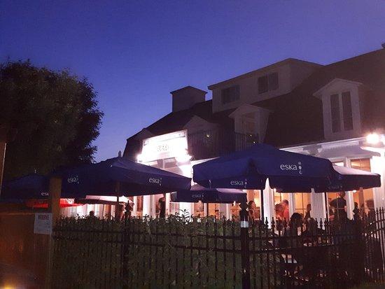 Restaurant et Caetera: vue sur la terrasse arrière