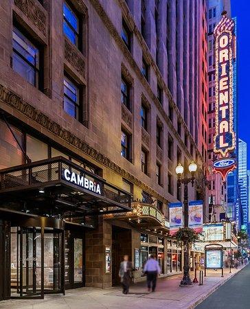 cambria hotel suites chicago loop theatre district. Black Bedroom Furniture Sets. Home Design Ideas