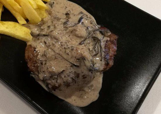 Hamburguesa con crema de setas - Restaurant CAN CO (La Cellera de Ter-Girona)