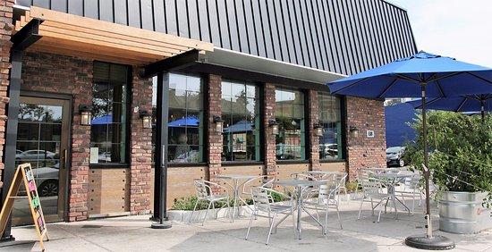 Monroe, MI: Outdoor shaded patio