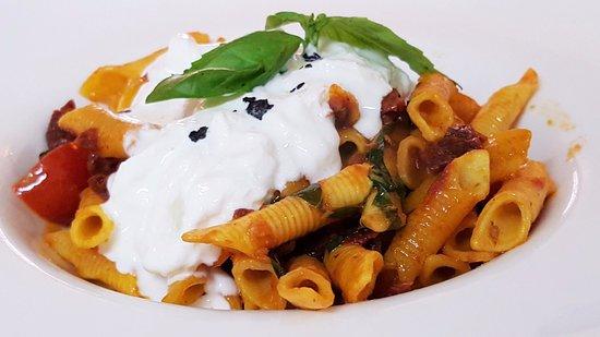 Ristorante Cinquecento: Restaurante italiano Cinquecento: Garganelli con burrata de bufala, tomate san marzano y albahac
