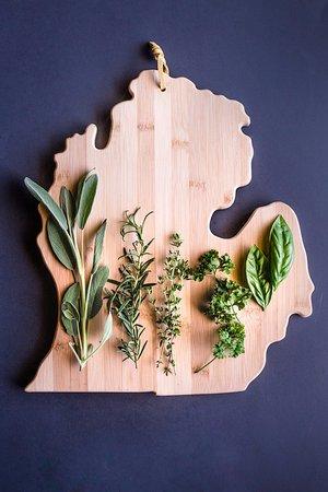 มอนโร, มิชิแกน: House grown herbs