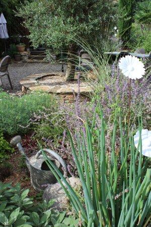 Tulle, Francia: le jardin du Bouche à Oreille