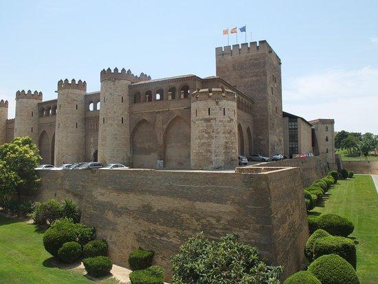 Palacio de la Aljaferia : The remains of the moat.