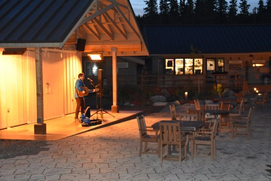 McKinley Chalet Resort: Entertainment by the fire pits